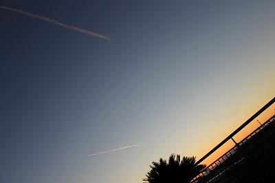 染まる飛行機雲 (4)