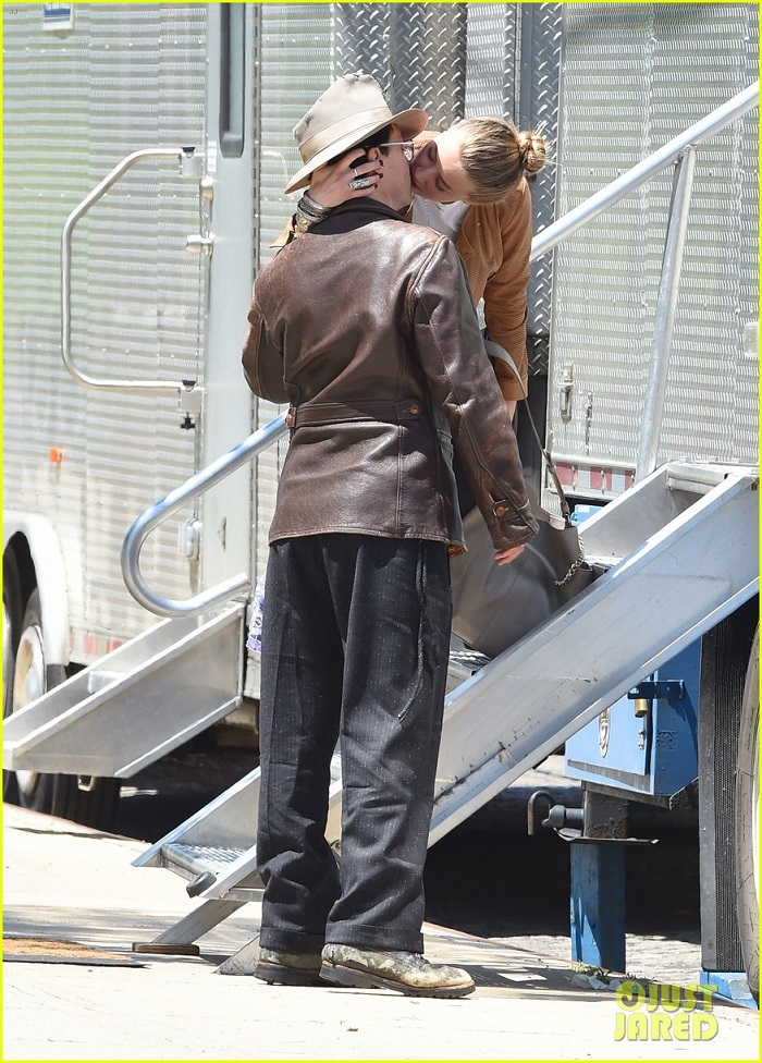 amber-heard-johnny-depp-passionately-kiss-in-new-york-01.jpg