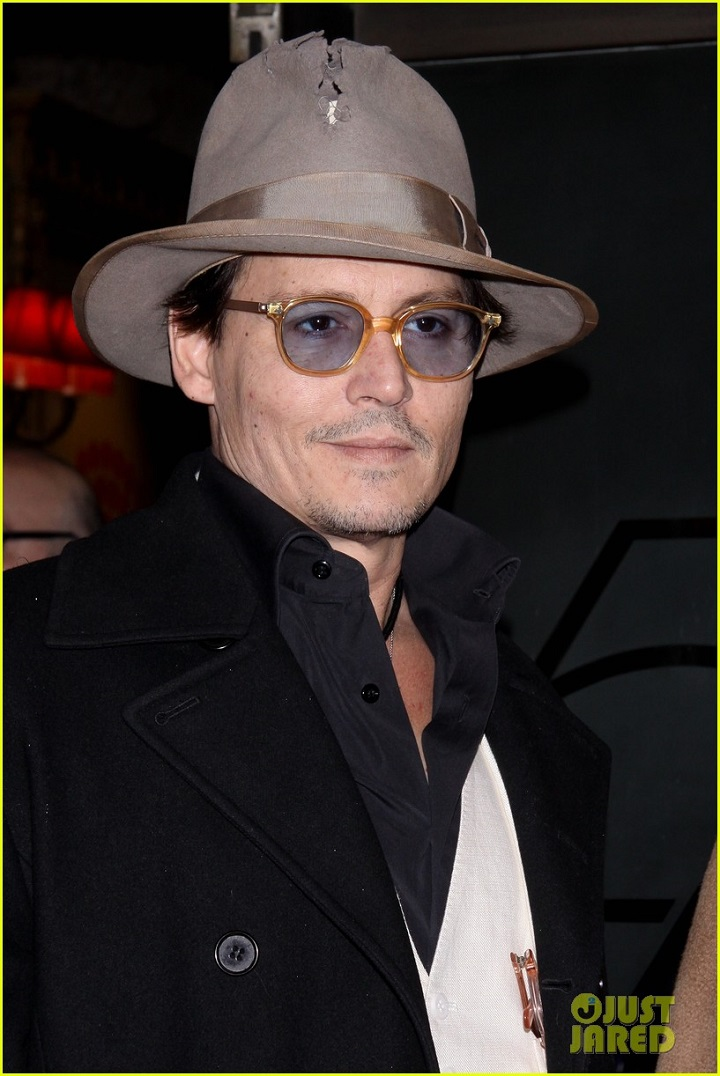 johnny-depp-amber-heard-hold-hands-at-cabaret-opening-02.jpg