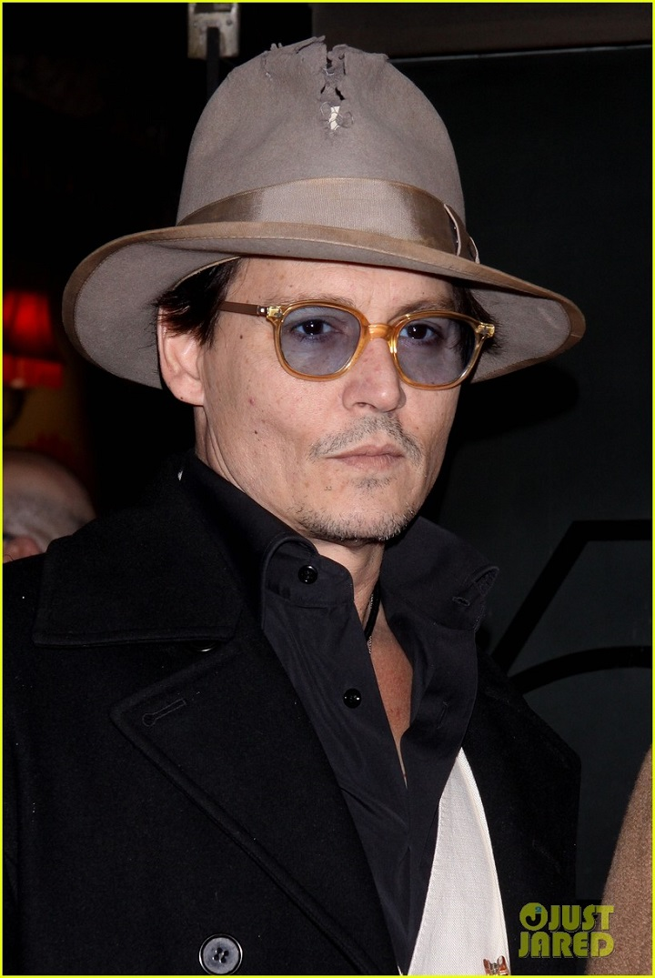 johnny-depp-amber-heard-hold-hands-at-cabaret-opening-20.jpg