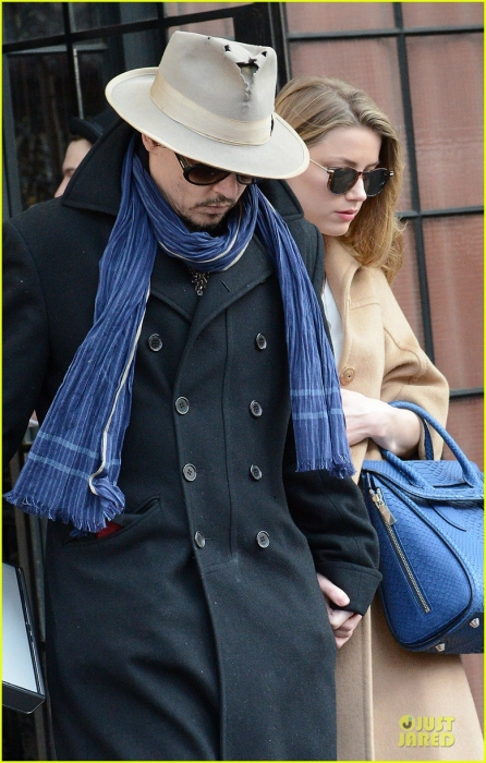 johnny-depp-amber-heard-hold-on-tight-in-nyc-02.jpg