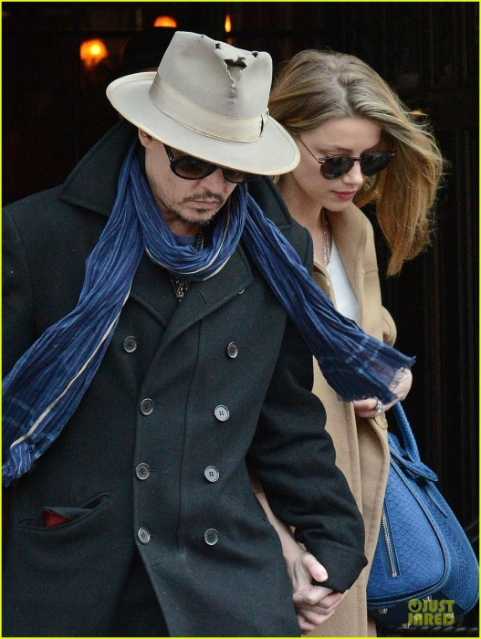 johnny-depp-amber-heard-hold-on-tight-in-nyc-04.jpg