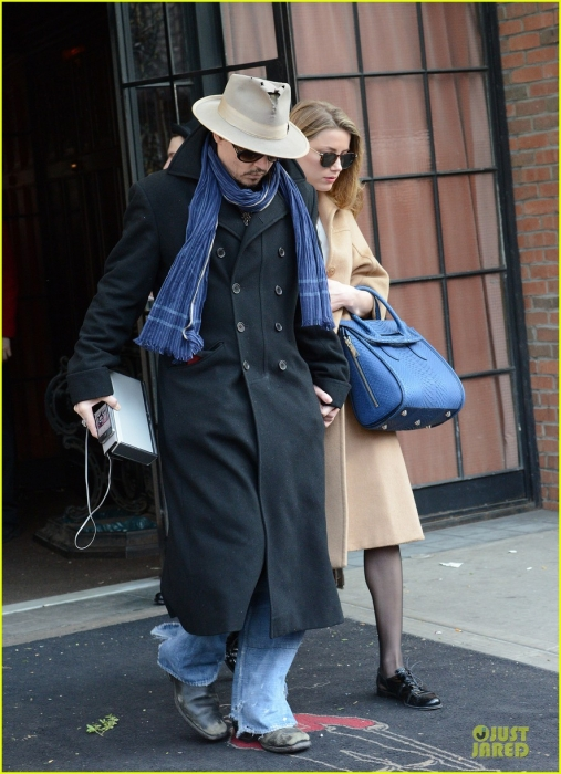 johnny-depp-amber-heard-hold-on-tight-in-nyc-05.jpg