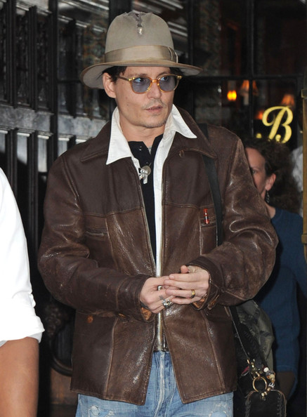 johnny-depp-meets-amber-heard-at-a-rare-book-shop-on-her-birthday_2.jpg