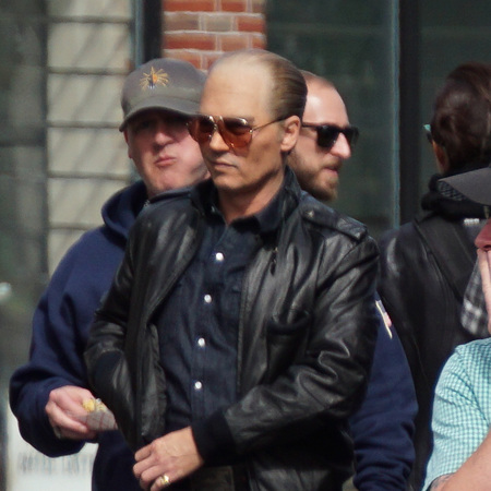 johnny-depp-on-set-black-mass-costume-bald-handbag.jpg
