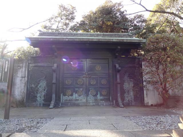 霊廟入口の門