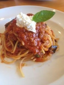 s-ナスとリコッタ―チーズのトマトソースパスタ