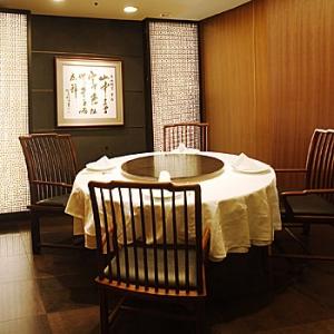 赤坂離宮丸テーブル