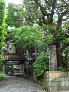 弥生美術館緑入口