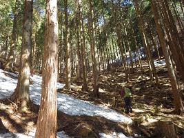 百蔵山残雪