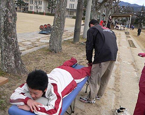 リサイズ平成20年天理遠征での武田くんを治療