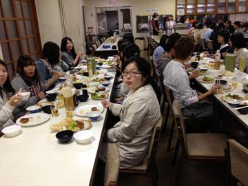 ユースホステルの夕食