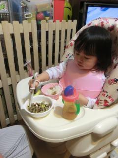 1歳後半に箸を使い始め