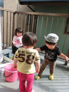 水遊び3人