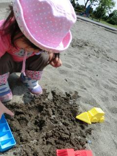 お砂場乗り物を使う
