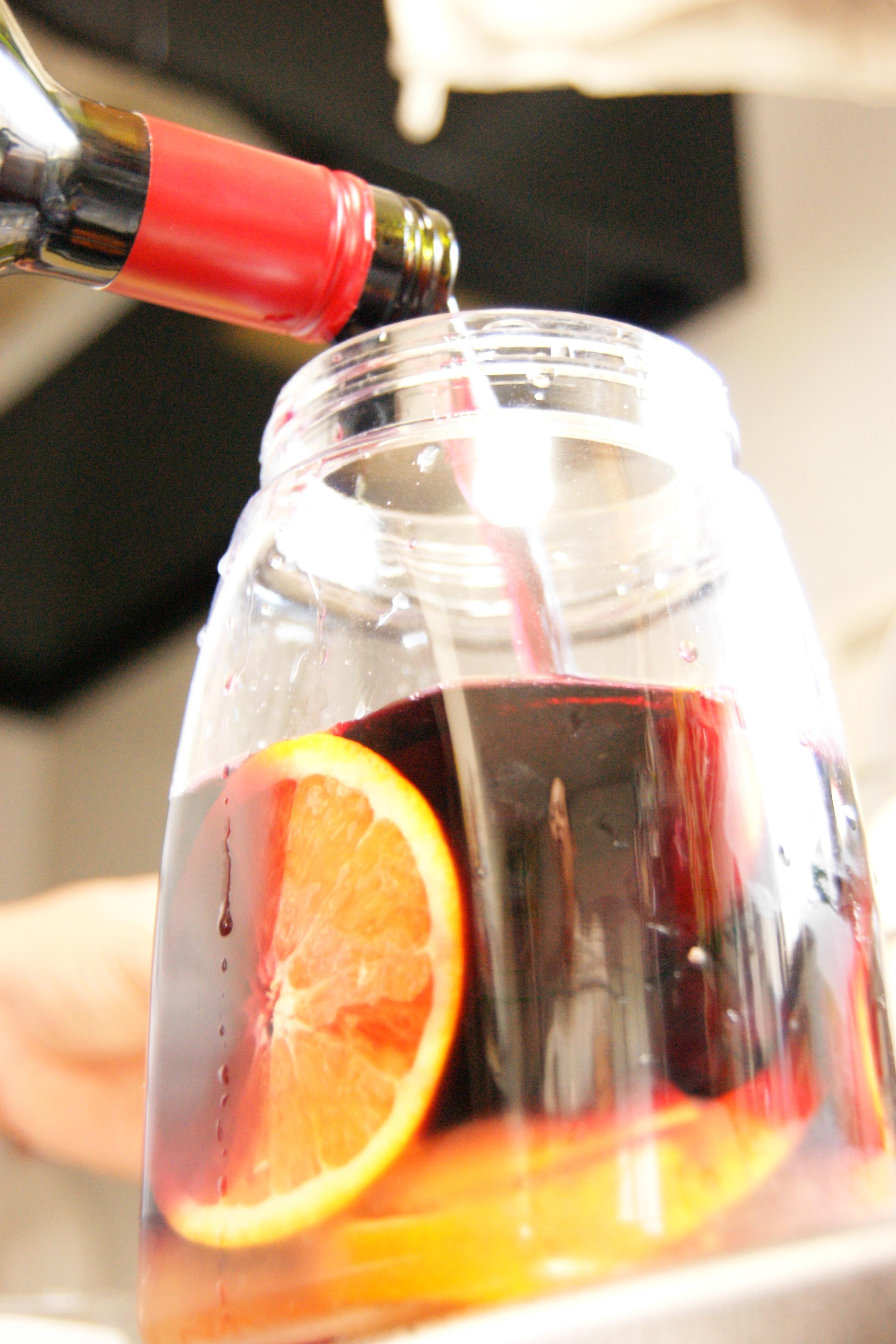サングリア ワイン投入