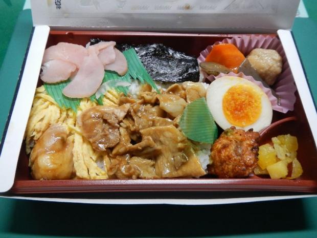 黒豚と桜島とりのおやっとさぁ弁当 (2)