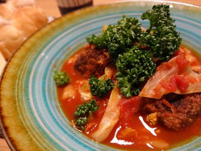 肉団子とキャベツのトマト煮
