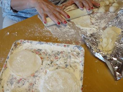 餃子の皮作り