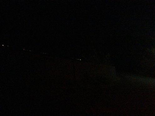 あたりは真っ暗