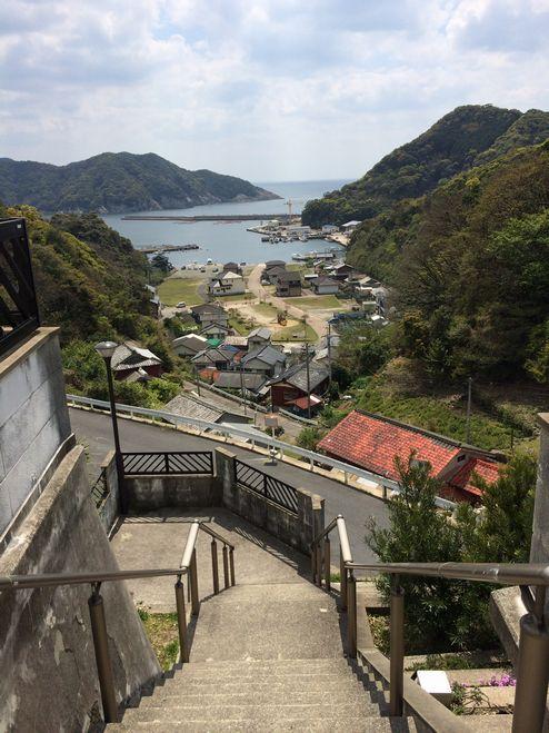 入江の集落にたたずむ教会1