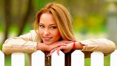 s-a-beautiful_woman-140830.jpg