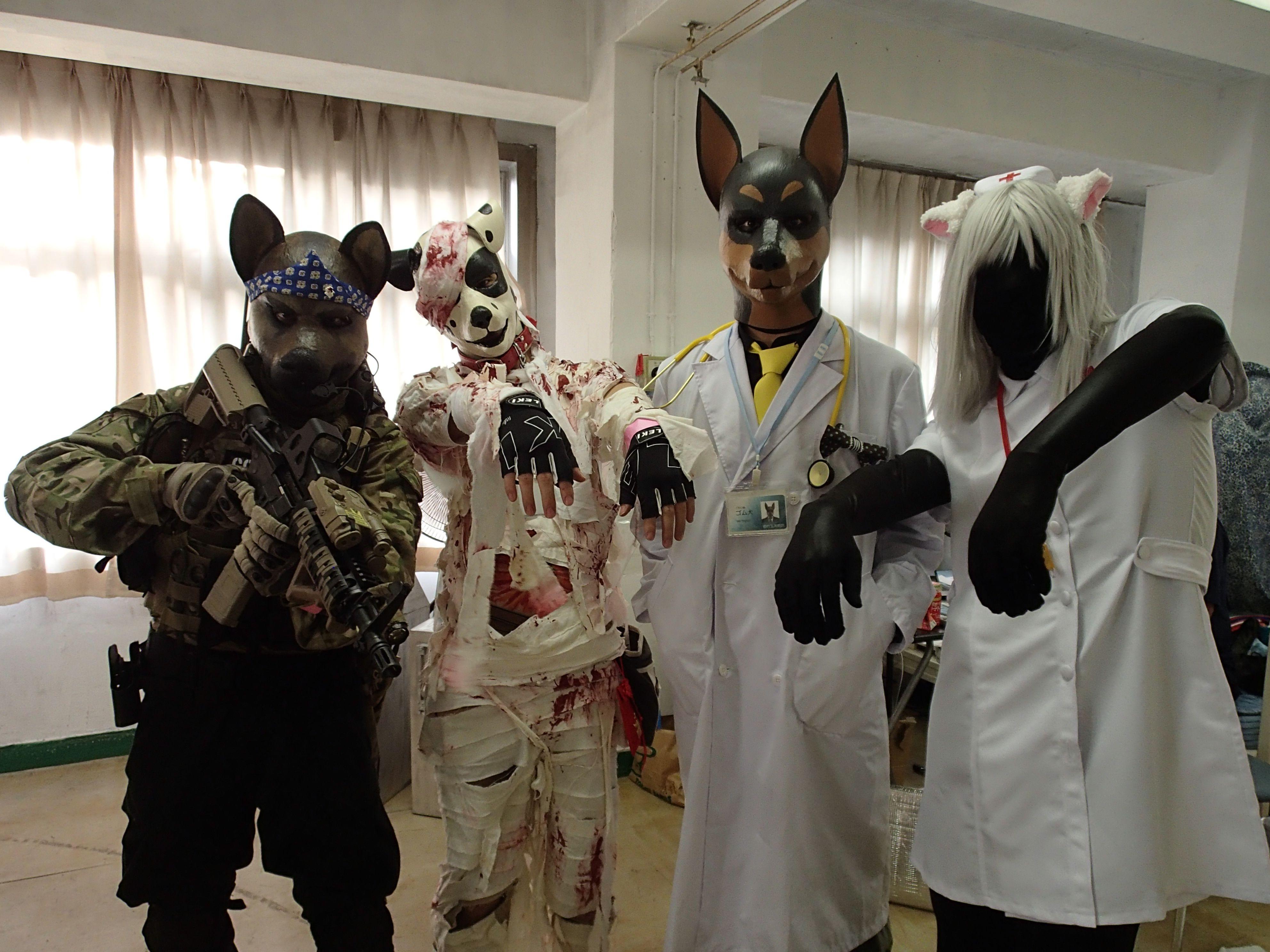 廃病院パーティーVOL.3 ザ★ファイナル@初台玉井病院スタジオ・左からモリブデンさん、くつべらさん、ゴム犬さん、なたすさん