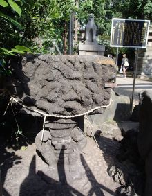 鬼王神社・鬼の手水鉢