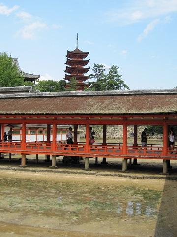 ④ 回廊と五重塔
