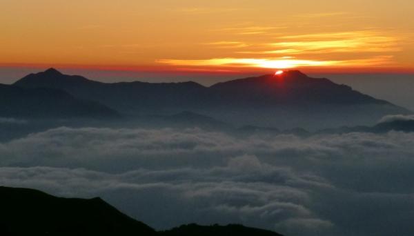 山の日の出725