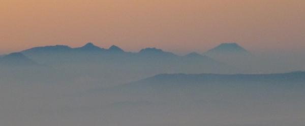 朝の富士山八ヶ岳704