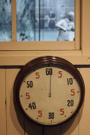 トヨタ産業技術記念館に展示してある時計。分の経過だけを見るのかな?