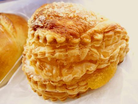 【パン】パリの空の下「ビションリヨネ」 (1)