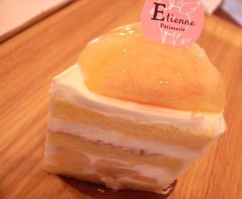 【ケーキ】エチエンヌ「桃のショートケーキ」 (2)