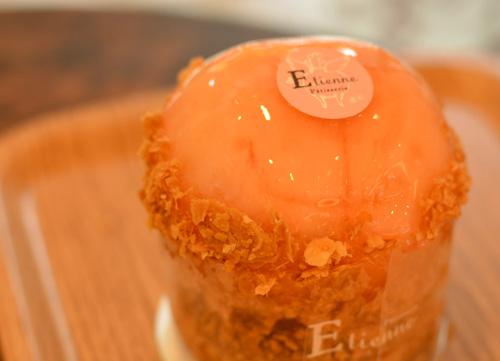 【ケーキ】エチエンヌ「桃のパイ」 (2)