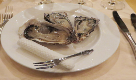 北海道と三重県産の生牡蠣