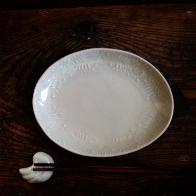 白磁印刻菊唐草楕円皿