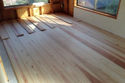 杉の無垢の床材