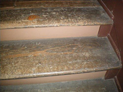 鏡ヶ丘記念館・階段