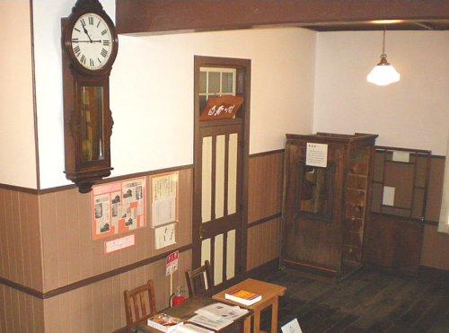 鏡ヶ丘記念館・校長室前