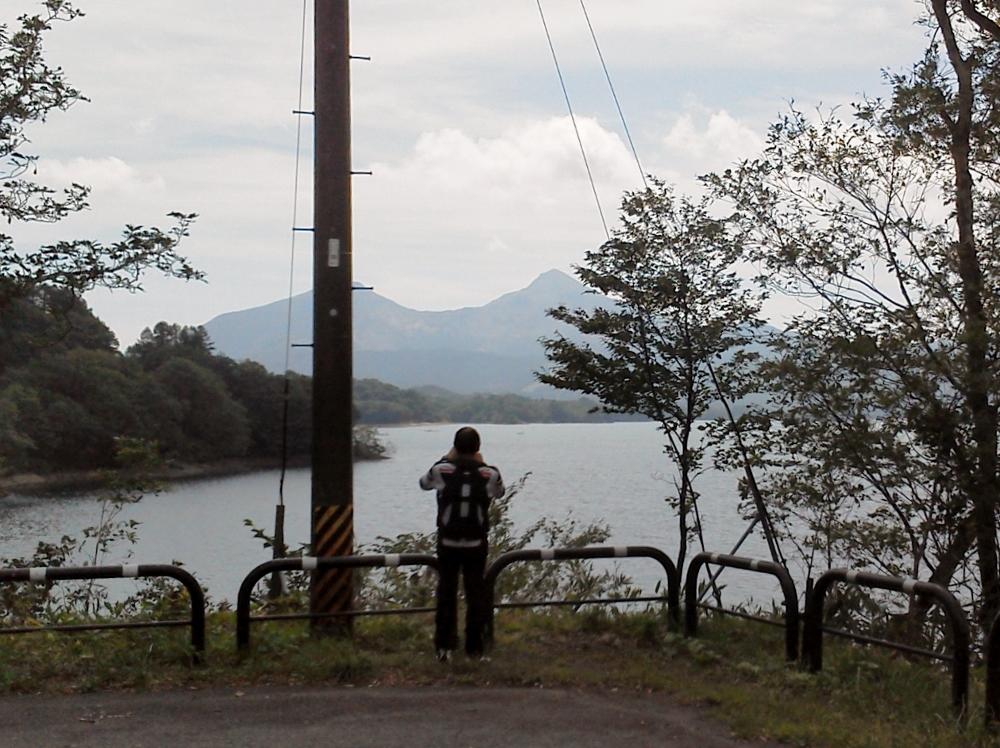 桧原湖から磐梯山を望むse335yyさん (1000x748)
