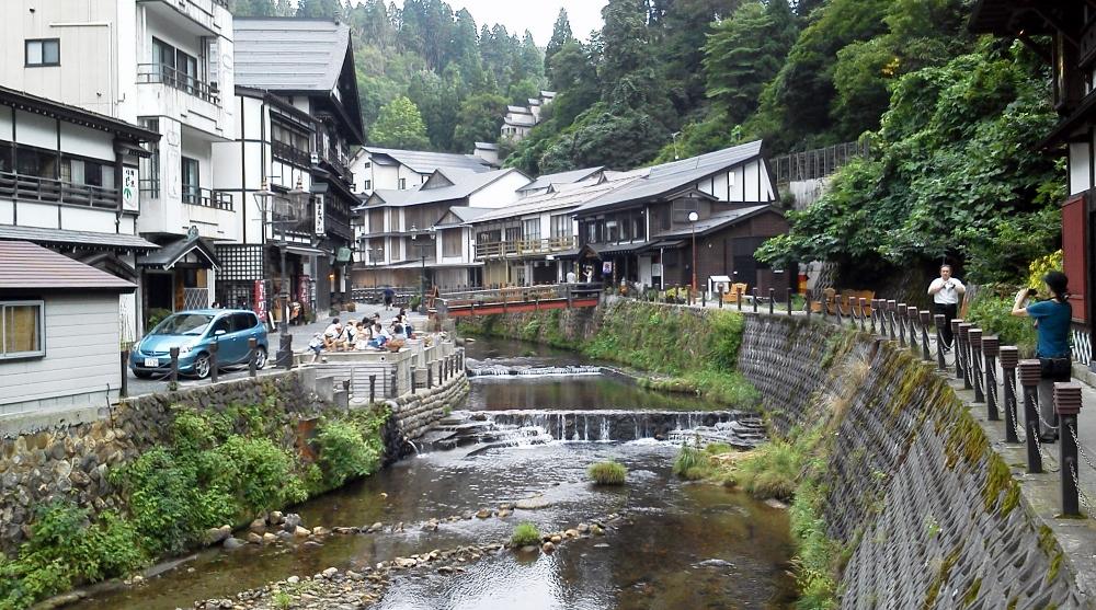 銀山温泉にて (1000x557)