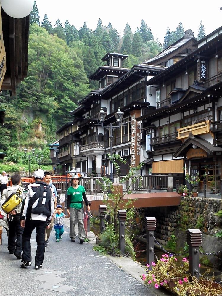銀山温泉にて6 (750x1000)