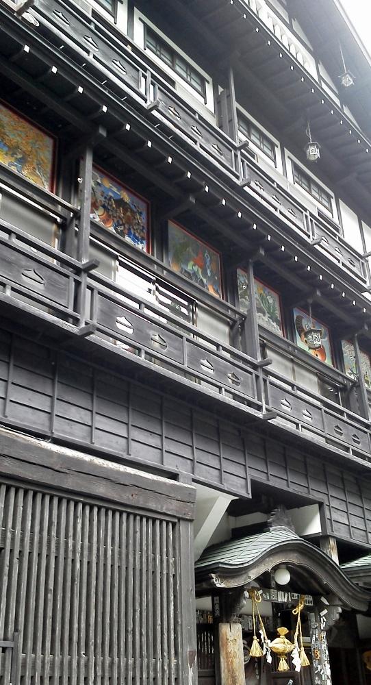 銀山温泉にて2 (542x1000)