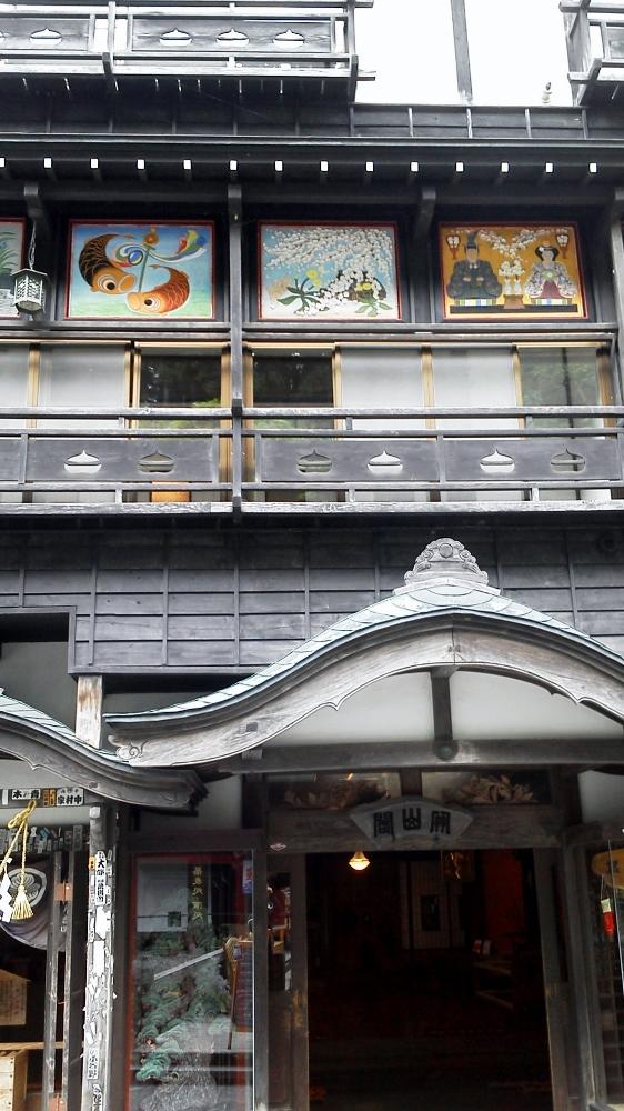 銀山温泉にて3 (562x1000)