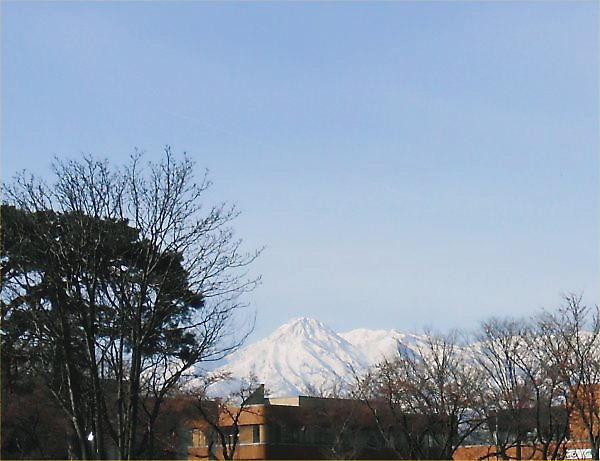 02 600 20140403 妙高山遠景・はね馬