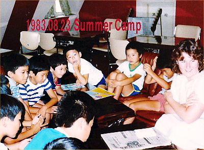 05 400 19830823 SummerCamp03Rianと生徒歓談
