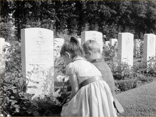 07 500 西欧墓石01 Kids