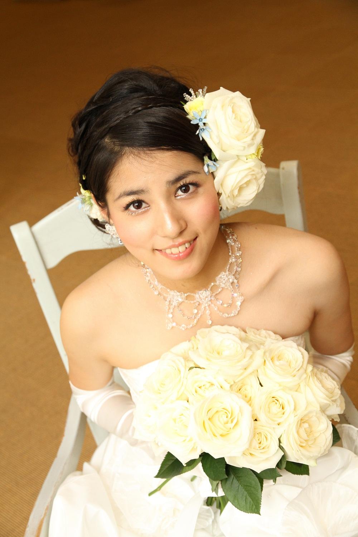 ウエディングドレス姿の永島優美