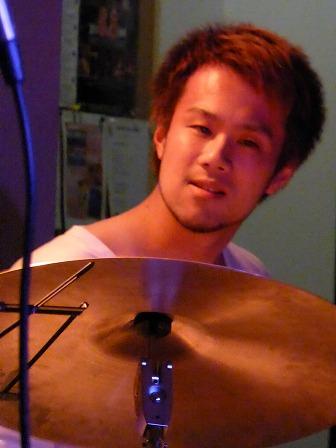 ドラム橋本現輝さん